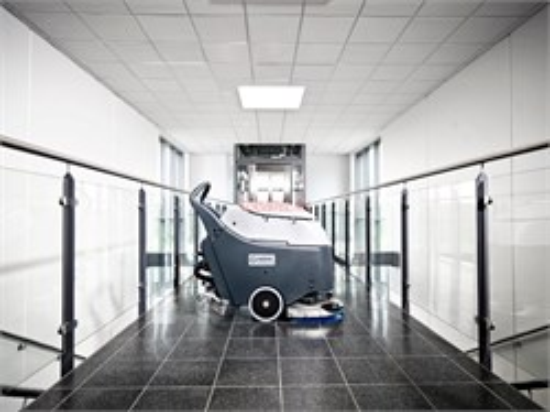 Аккумуляторная поломоечная машины толкаемого типа Nilfisk SC450 В - фото 5246